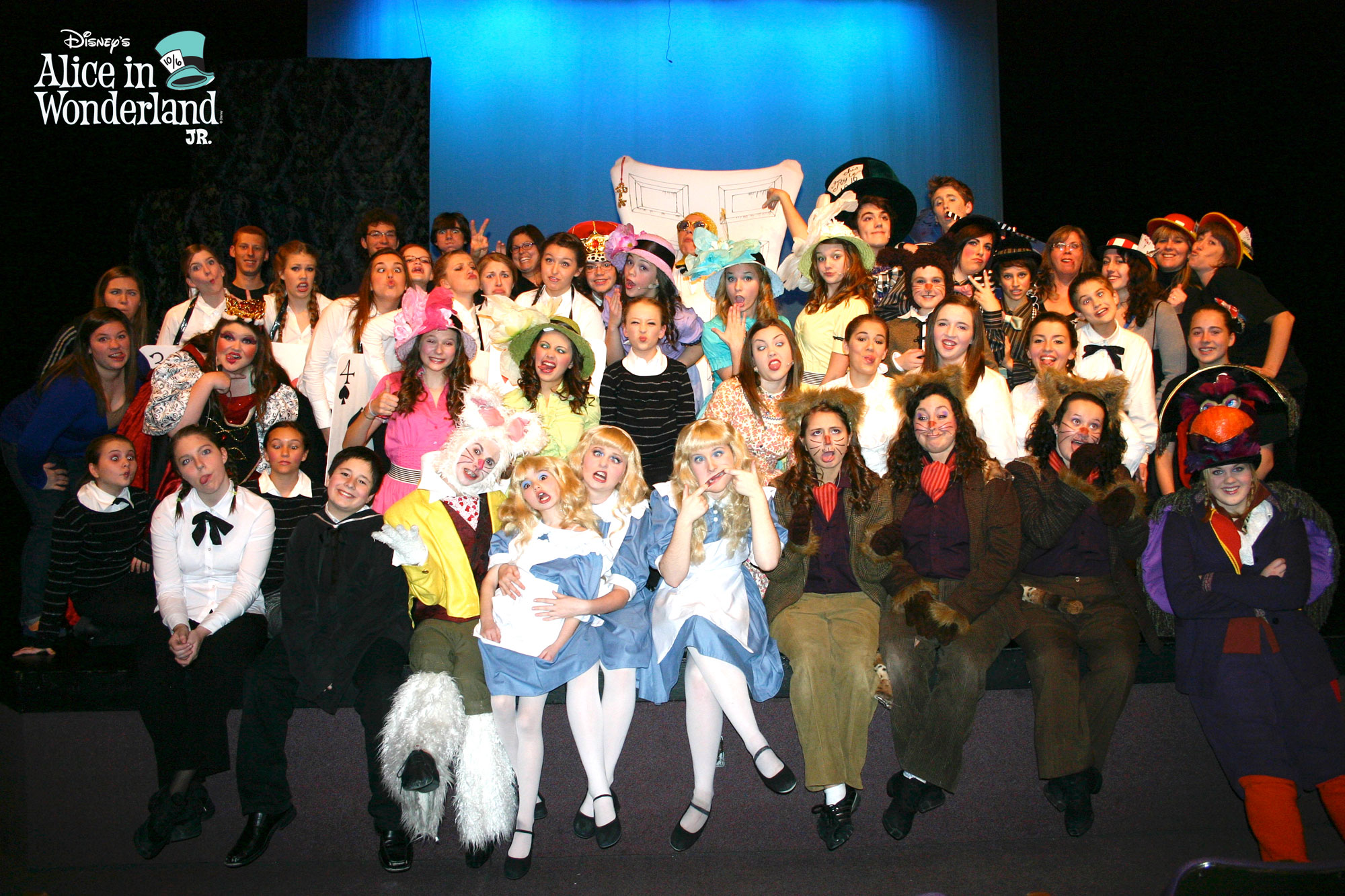 Alice-in-wonderland-cast-and-crew